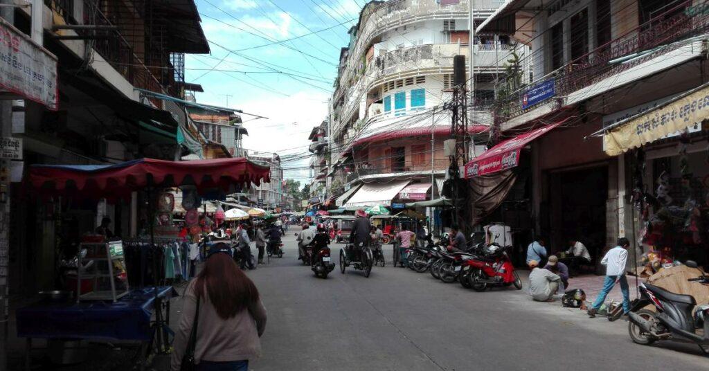 In einer Straße in der Innenstadt von Phnom Penh.
