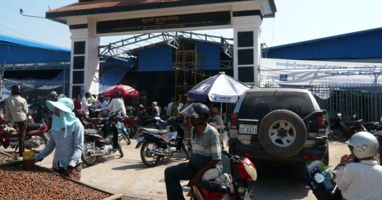 Vor dem großen Mark in Sihanoukville.