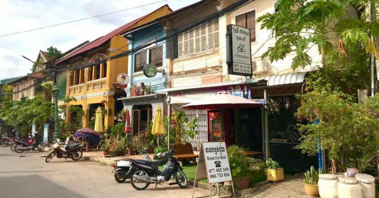 Häuserfront in der Altstadt von Kampot.