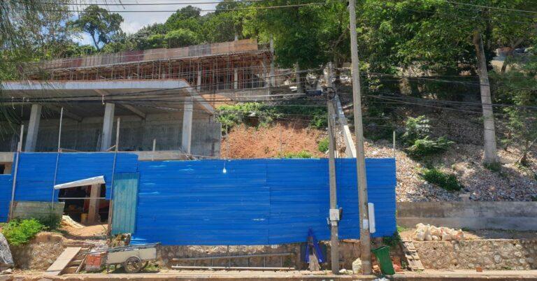 Neues Gebäude entsteht gegenüber der White Lady Statue am Kep Strand.