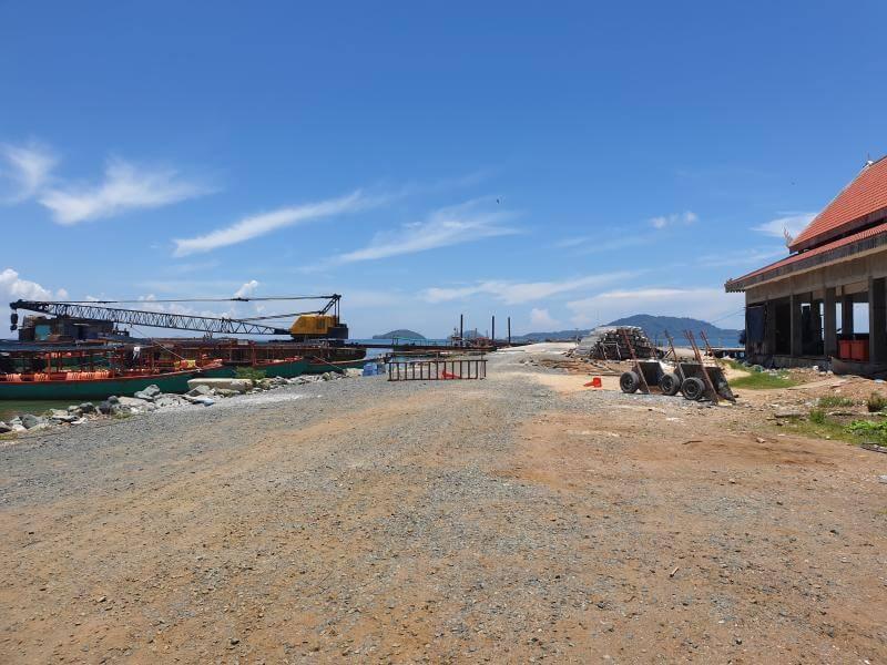 Baustelle des neuen Fährhafens in Kep.