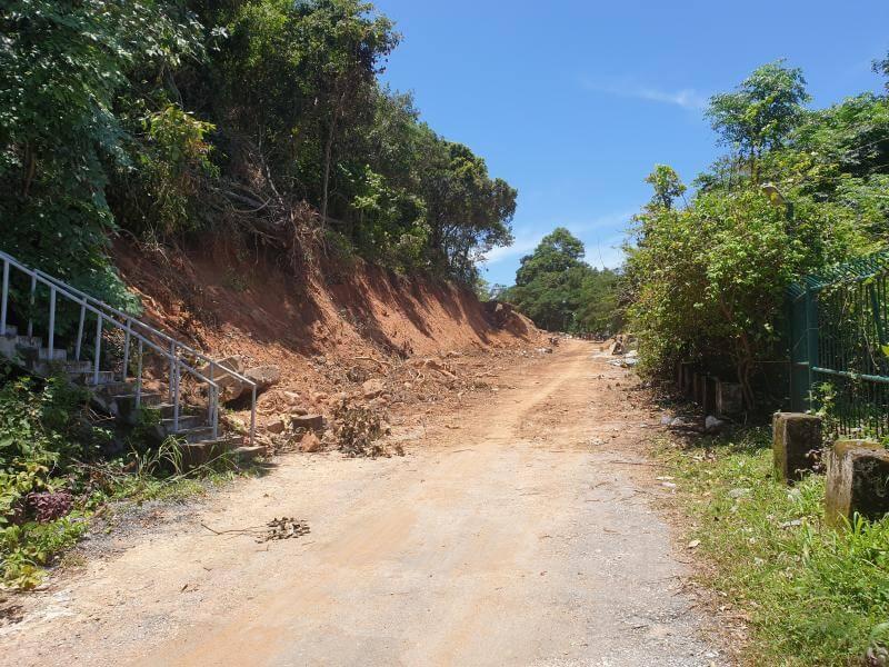 Die alte Straße entlang dem Nationalpark wird zu einer zweispurigen Fahrbahn ausgebaut.