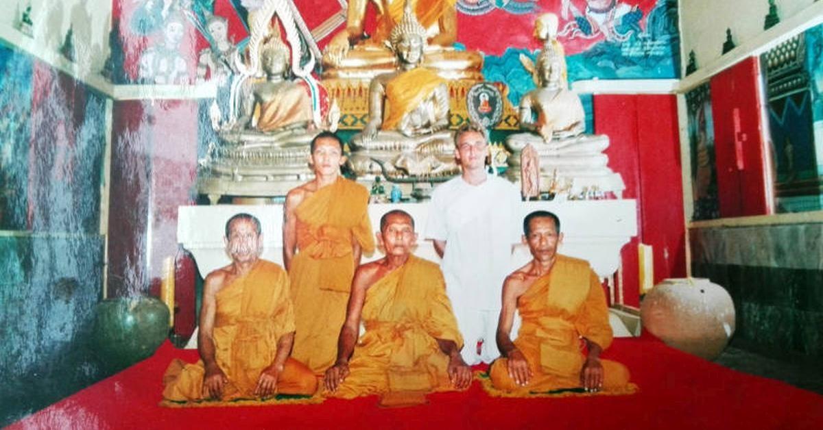 als-novize-im-buddhistischen-kloster